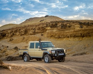8 tips for driving your Toyota 4x4 in sand (without getting stuck!)