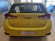 TOYOTA AURIS 1.6 XI - Back