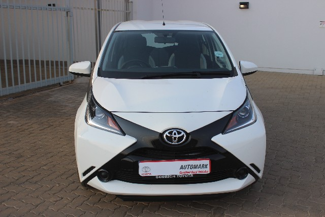 TOYOTA AYGO 1.0 (5DR) - Front