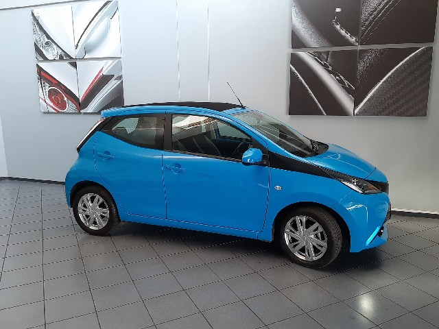 TOYOTA AYGO 1.0  X- PLAY (5DR) - Side