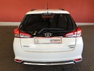 TOYOTA YARIS 1.5 CROSS 5Dr - Side
