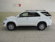 TOYOTA FORTUNER 3.0D-4D R/B 4X4 - Side