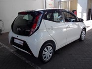 TOYOTA AYGO 1.0  X- PLAY (5DR) - Interior