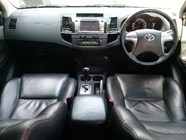 TOYOTA FORTUNER 3.0D-4D R/B A/T - Interior