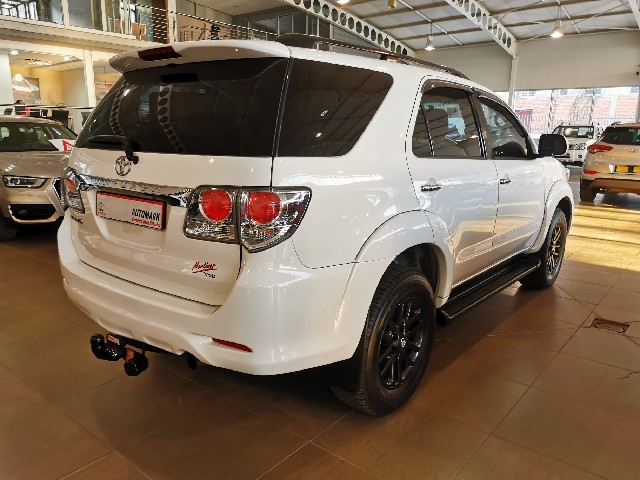 TOYOTA FORTUNER 3.0D-4D R/B A/T - Side