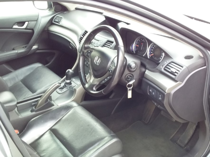 HONDA ACCORD 2.0i A/T - Interior