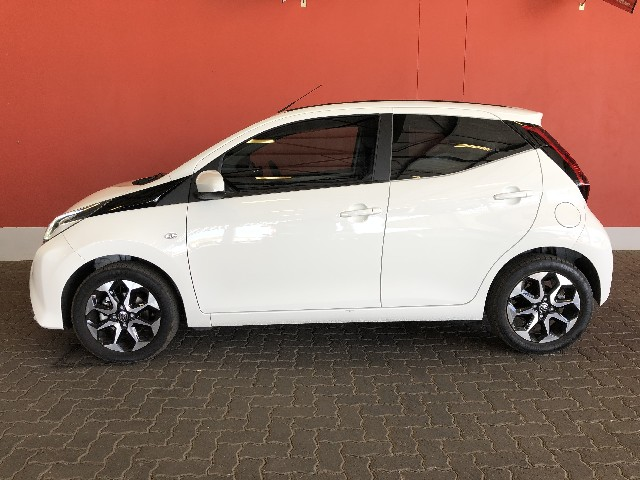 TOYOTA AYGO 1.0 X-CITE (5DR) - Side