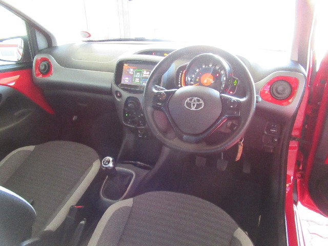 TOYOTA AYGO 1.0  X-PLAY (5DR) - Interior