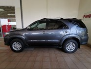 TOYOTA FORTUNER 3.0D-4D 4X4 A/T - Side