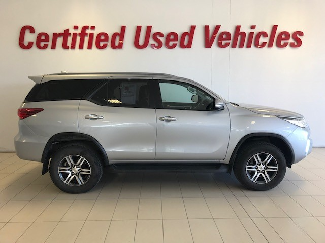 TOYOTA FORTUNER 2.4GD-6 4X4 A/T - Side