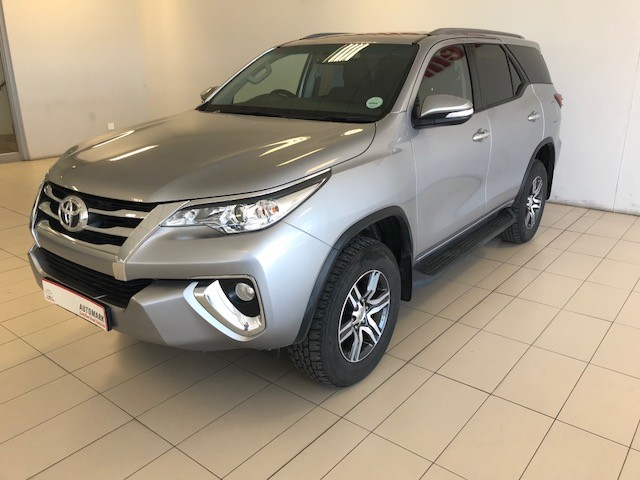 TOYOTA FORTUNER 2.4GD-6 4X4 A/T - Main