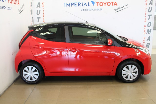 TOYOTA AYGO 1.0  X-PLAY (5DR) - Side