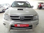 TOYOTA FORTUNER 3.0D-4D 4X4 - Front
