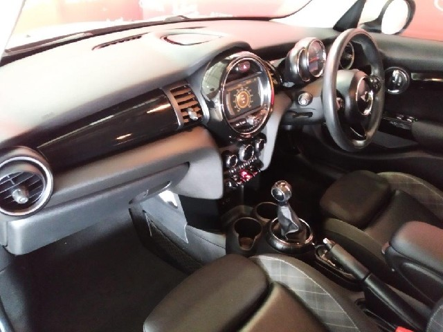 MINI COOPER S 5DR (XS72) - Interior