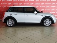 MINI COOPER S 5DR (XS72) - Back