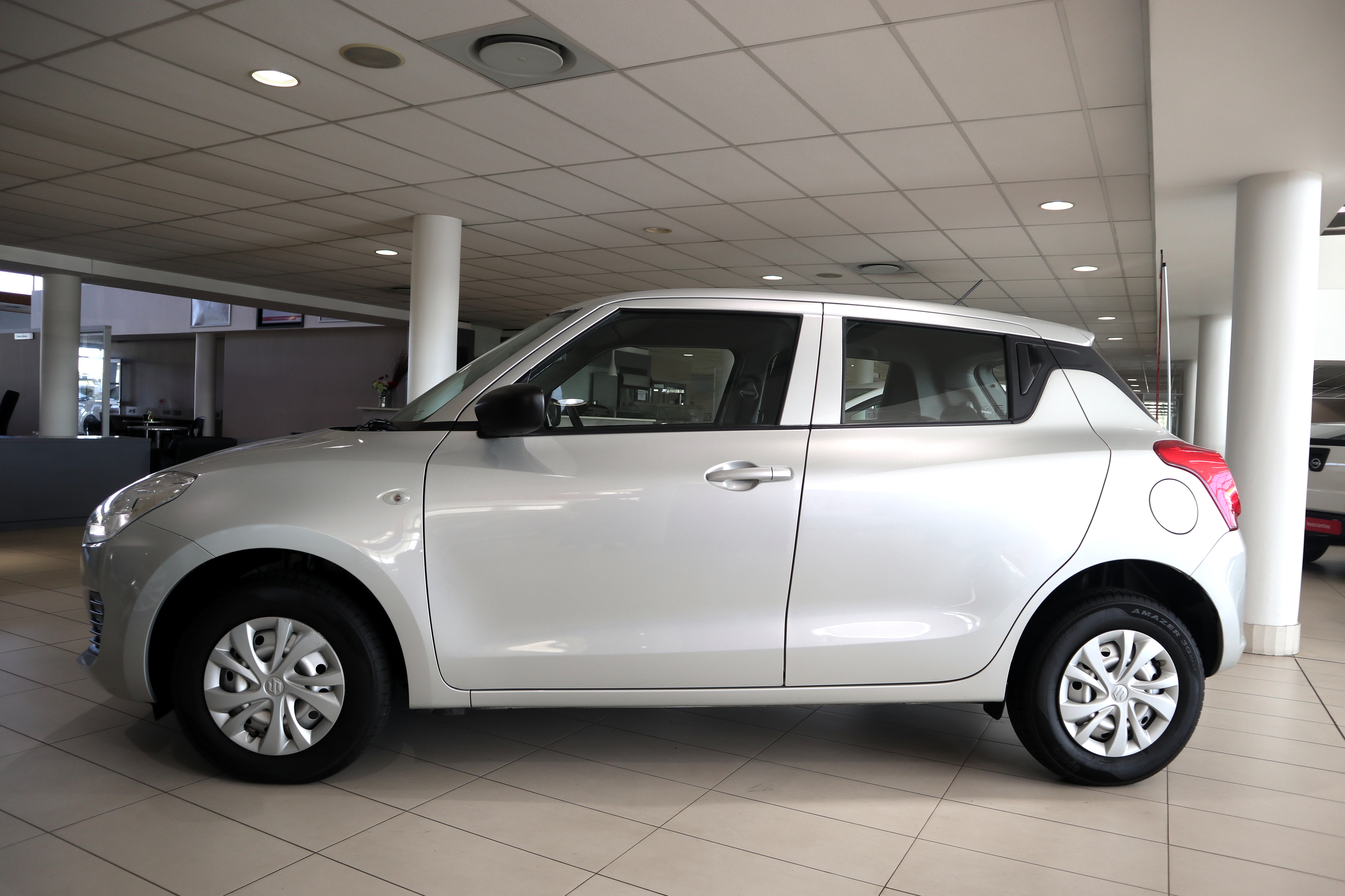 SUZUKI SWIFT 1.2 GA - Side