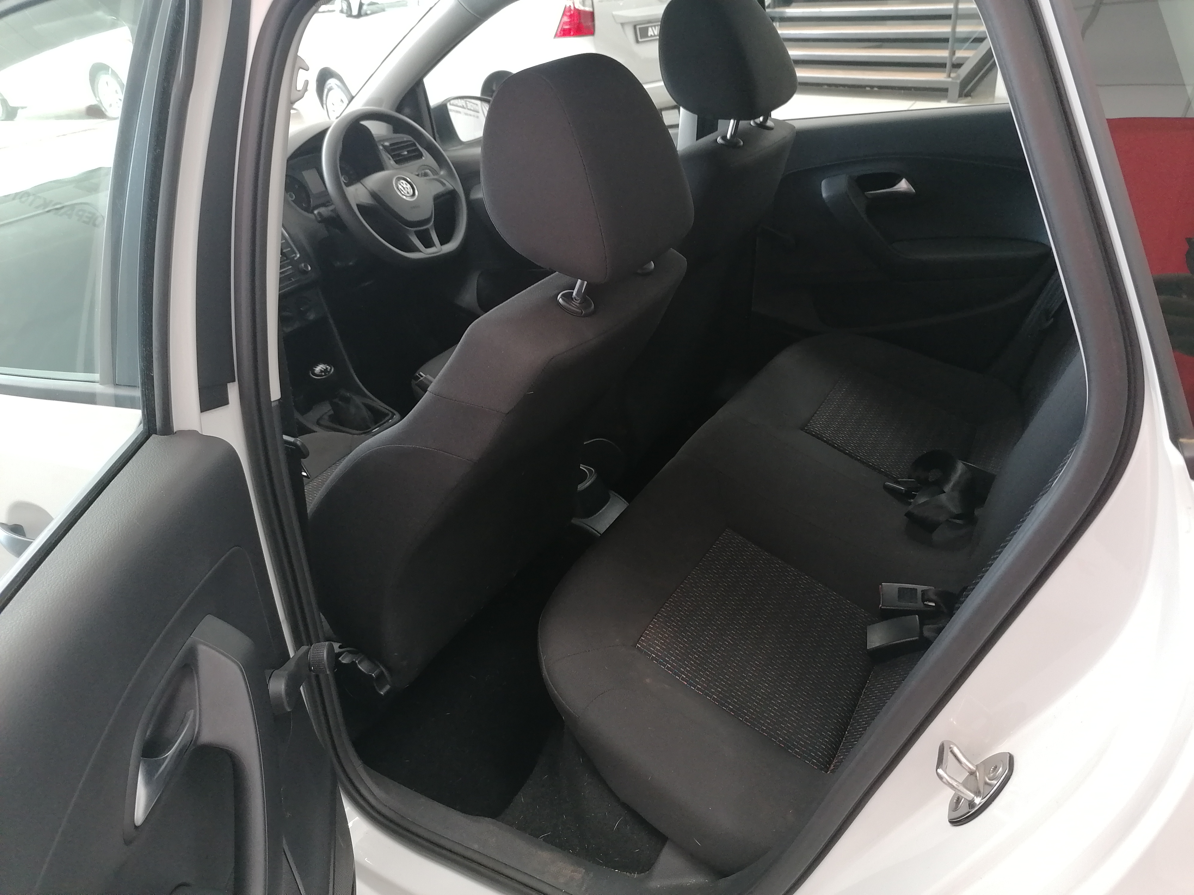 VOLKSWAGEN POLO VIVO 1.4 TRENDLINE (5DR) - Additional
