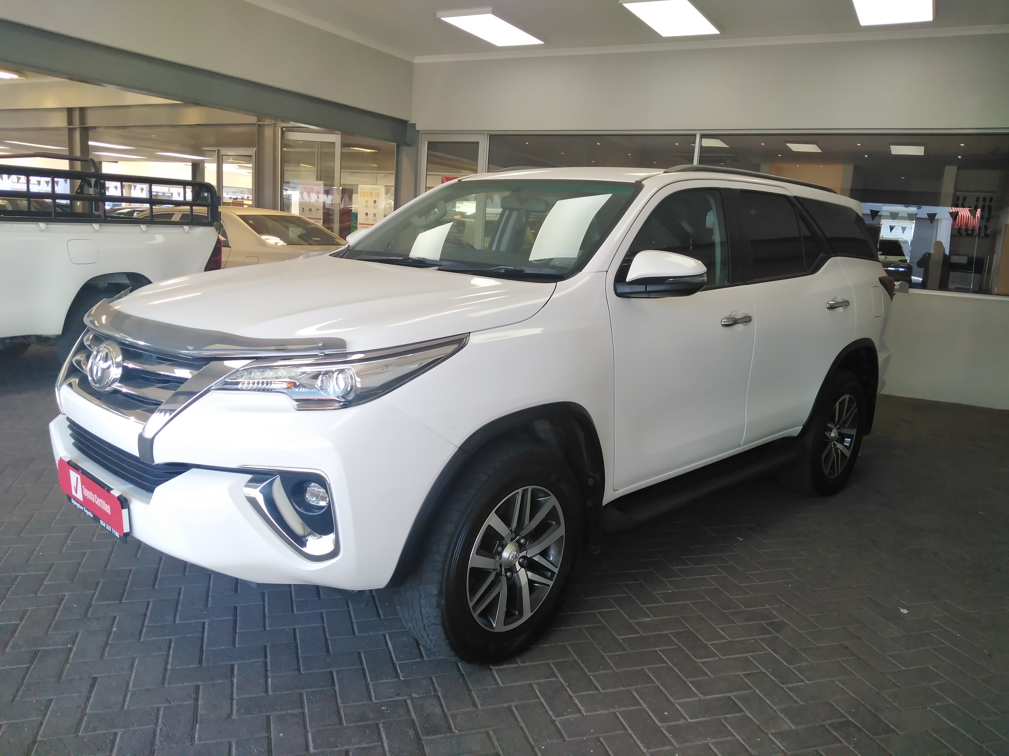TOYOTA FORTUNER 2.8GD-6 R/B - Side