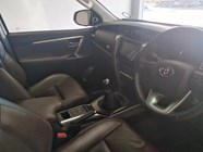 TOYOTA FORTUNER 2.8GD-6 R/B - Interior