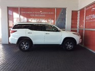 TOYOTA FORTUNER 2.4GD-6 R/B A/T - Side
