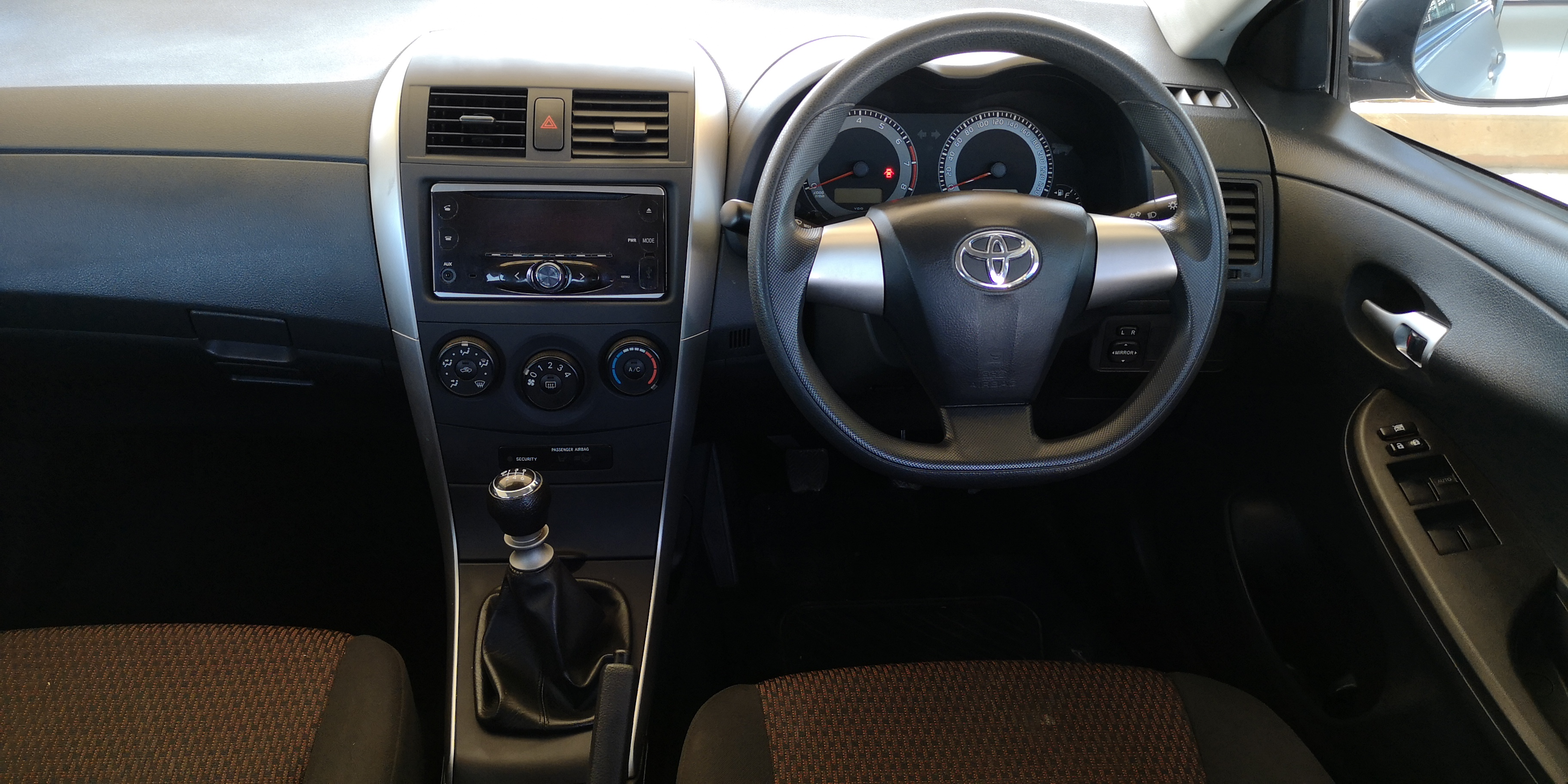 TOYOTA COROLLA QUEST 1.6 PLUS - Interior