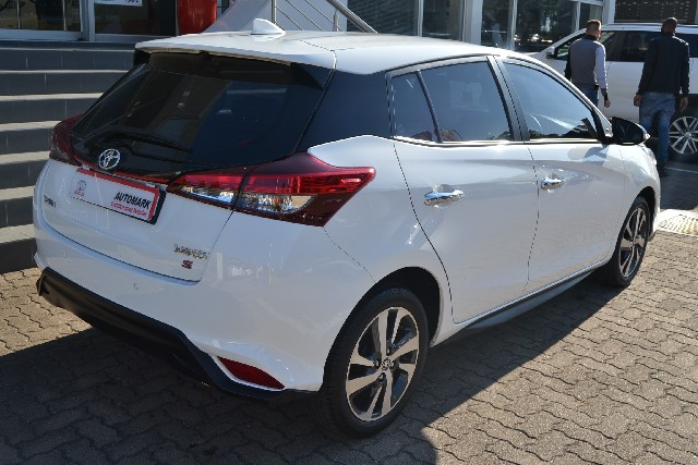 TOYOTA YARIS 1.5 SPORT 5Dr - Side