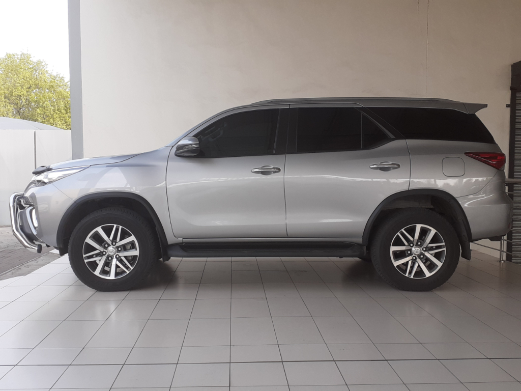 TOYOTA FORTUNER 2.8GD-6 4X4 EPIC A/T - Side