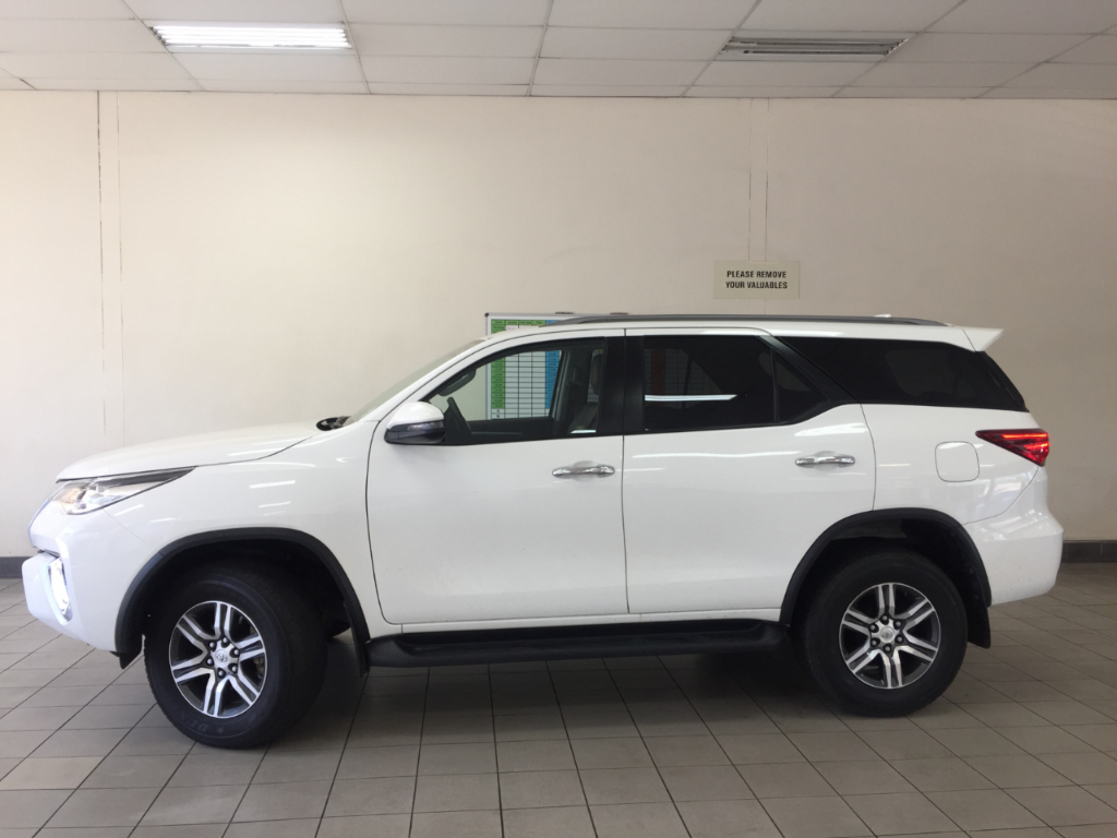 TOYOTA FORTUNER 2.8GD-6 EPIC A/T - Side