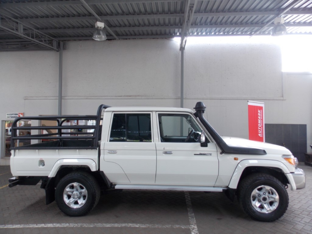 TOYOTA LAND CRUISER 79 4.5D P/U D/C - Side