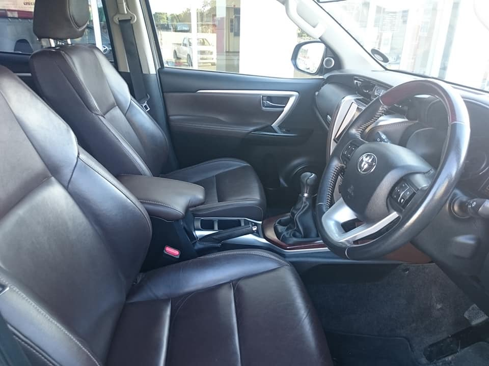 TOYOTA FORTUNER 2.8GD-6 4X4 - Interior