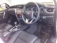 TOYOTA FORTUNER 2.8GD-6 4X4 A/T - Interior